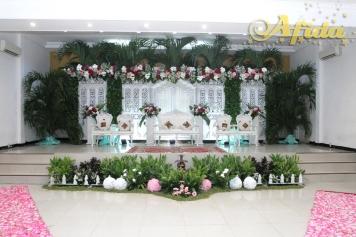 pelaminan-gebyok-putih-modifikasi-daun-culam-aula-muzdalifah-islamic-center-bekasi-21-januari-2017